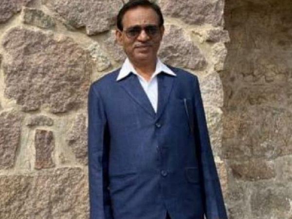 अशोक कुमार।