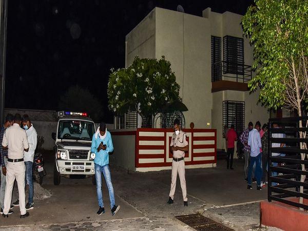 पुलिस ने रात के वक्त CMO के मकान पर जाकर छानबीन की।
