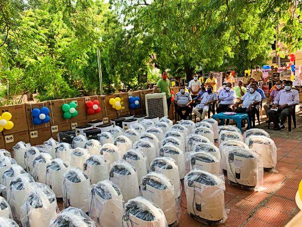 भारतीय जैन संगठन ने वितरित किए 110 ऑक्सीजन कंसंट्रेटर। - Dainik Bhaskar