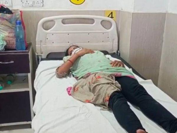 दबंगों ने गर्भवती महिला को भी पीटा। - Dainik Bhaskar