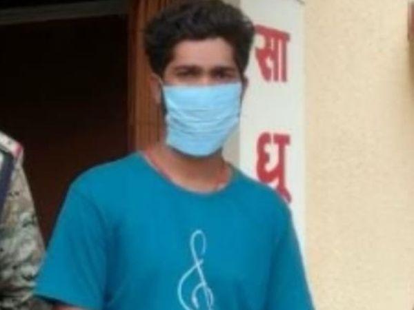 पुलिस हिरासत में आरोपी संजय चौहान।