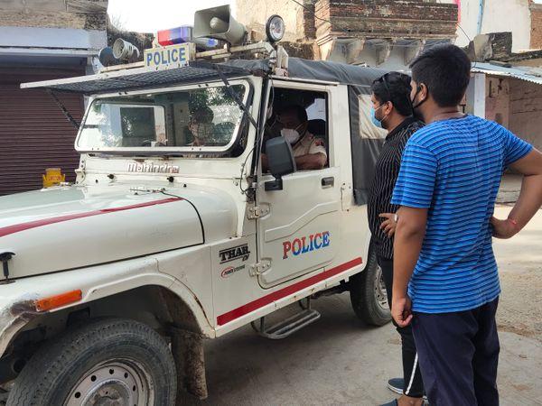 लॉकडाउन में गश्त करती पुलिस। - Dainik Bhaskar