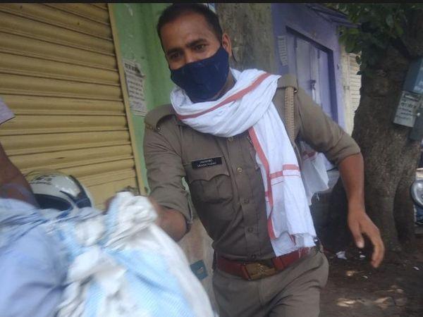 पुतला फूंकने आए कांग्रेसियों का पुतला चोरी हो गया। - Dainik Bhaskar