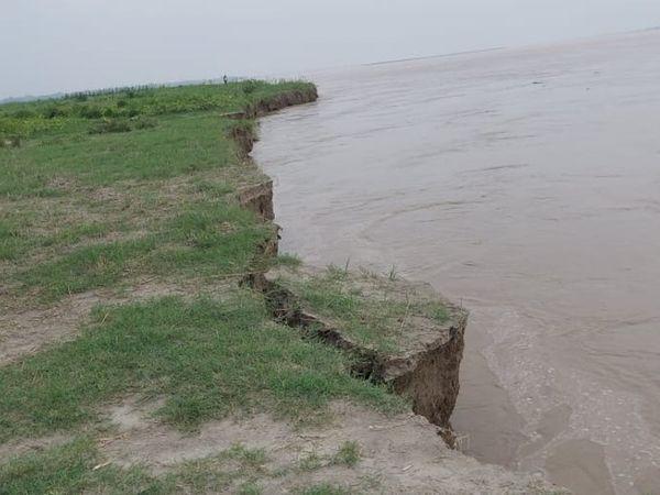गंडक नदी का बढ़ा जलस्तर। - Dainik Bhaskar