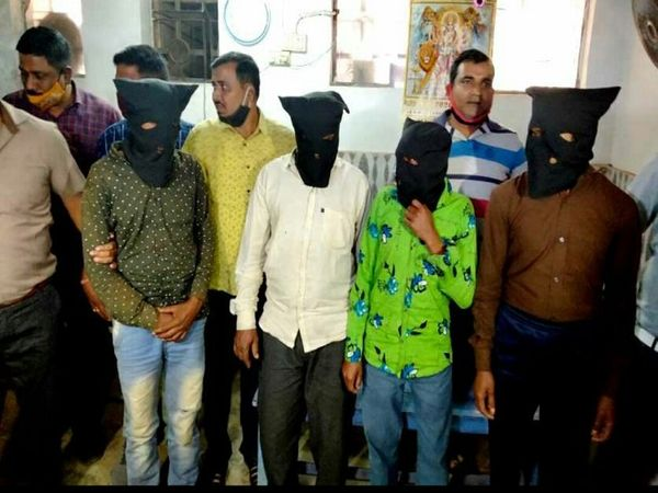 इस मामले में 4 आरोपियों को पहले ही गिरफ्तारी हो चुकी है।