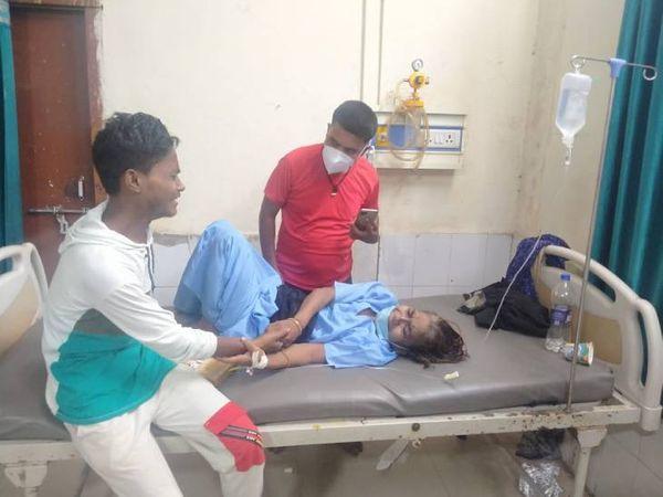 महिला ने गंगा नदी में छलांग लगाकर आत्महत्या करने की काेशिश की लेकिन वहां मौजूद मल्लाहों ने जान बचा ली। - Dainik Bhaskar