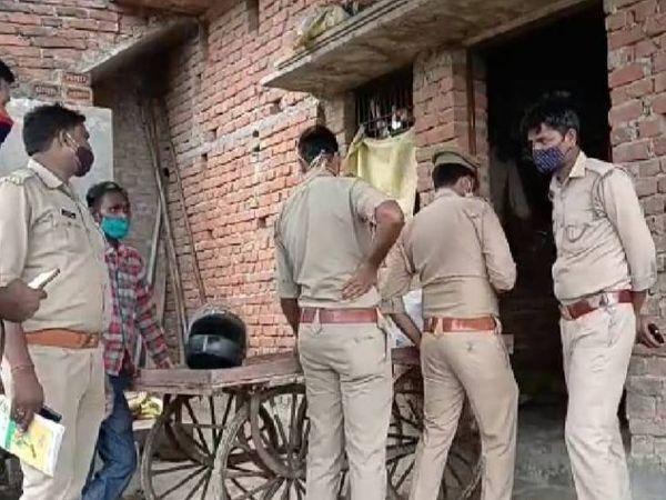 पुलिस मामले की जांच में जुटी है। लेकिन अभी हत्या के कारणों का सुराग हाथ नहीं लगा है। - Dainik Bhaskar