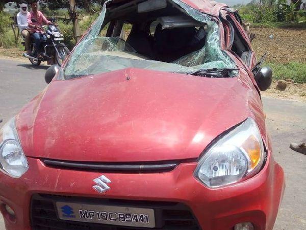 हादसा के बाद दुर्घटनाग्रस्त कार। - Dainik Bhaskar