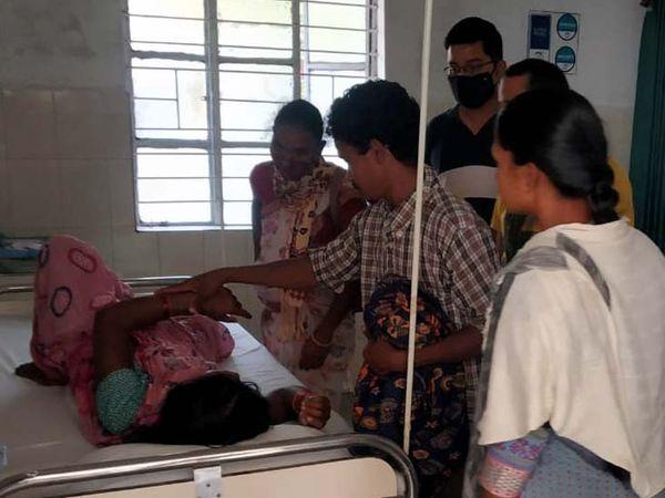 अस्पताल में इलाजरत महिला। - Dainik Bhaskar