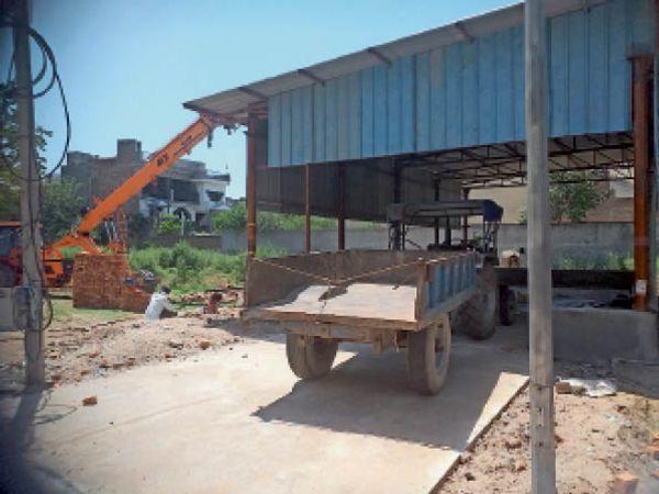 सिविल अस्पताल में ऑक्सीजन प्लांट बनाने के लिए बनाया गया शेड। - Dainik Bhaskar