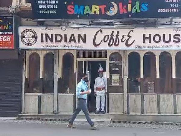 शिमला का इंडियन कॉफी हाउस जहां हर किसी का बैठना सपने से कम नहीं होता। - Dainik Bhaskar