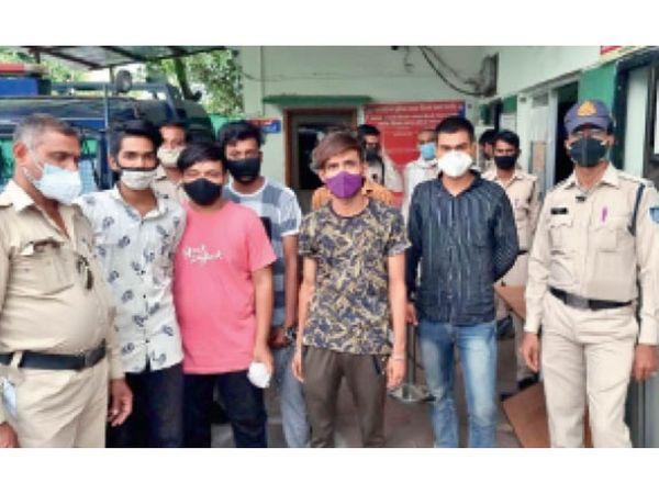 गिरफ्तार आरोपियों को कोर्ट में पेश किया। - Dainik Bhaskar