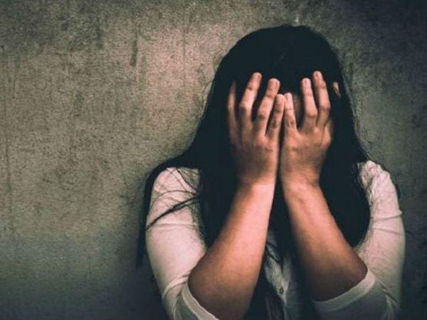 युवती की शादी होने के बाद आरोपियों ने उसके फोटो वायरल कर दिए। - Dainik Bhaskar
