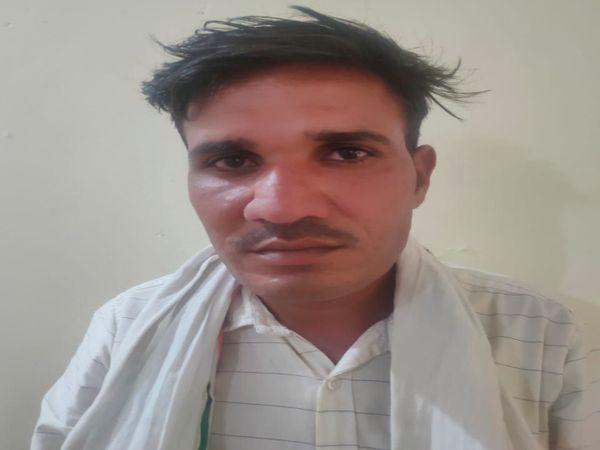 पुलिस गिरफ्त में आरोपी बाबूलाल। - Dainik Bhaskar