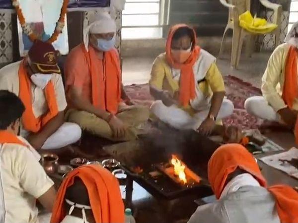 फरीदाबाद। सेक्टर-21डी स्थित समन्वय मंदिर में हिंदू जागरण मंच के तत्वावधान में भूतपूर्व सैनिकों की ओर से आयोजित यज्ञ पूर्णाहुति के साथ सम्पन्न हुआ। - Dainik Bhaskar