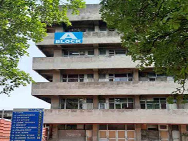 सेक्टर-32 के ए ब्लॉक स्थित अस्पताल में भर्ती थे मरीज। - Dainik Bhaskar