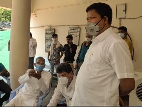 पूर्व मंत्री महेश गागड़ा समेत बस्तर के 6 भाजपा नेता ग्रामीणों से मिलने नहीं जा सके।