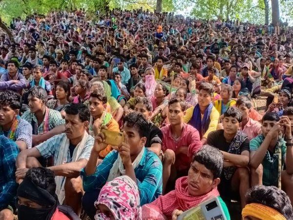 प्रदर्शन में हर रोज हजारों लोग पहुंच रहे हैं। इनमें बड़ी संख्या में महिलाएं और युवा भी शामिल हैं।