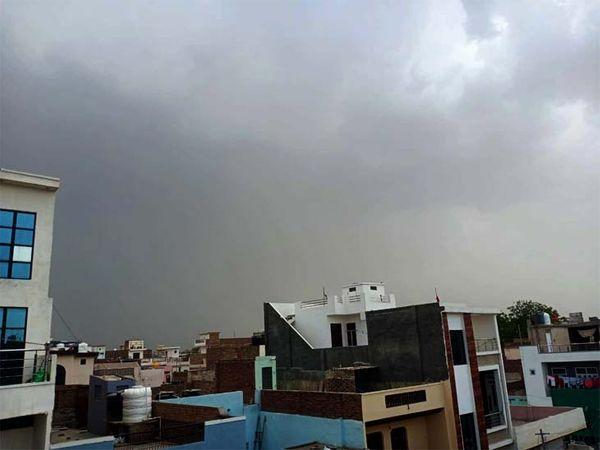 गंगानगर शहर में बारिश से पहले बादलों का घेरा।