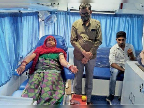 गंज बासौदा। रक्तदान शिविर का आयोजन किया गया 26 यूनिट रक्त दिया इनमें महिलाएं भी शामिल थी - Dainik Bhaskar