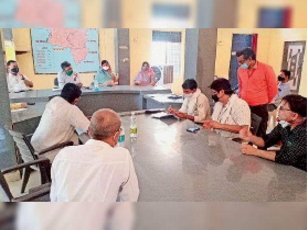 क्राइसिस मैनेजमेंट ग्रुप की बैठक तहसील में आयोजित हुई। - Dainik Bhaskar