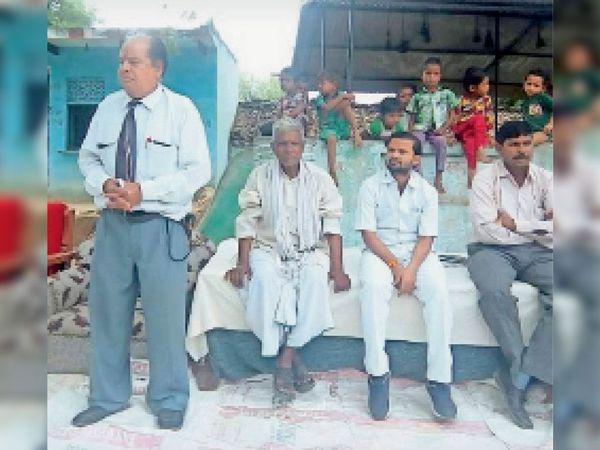 दबोह में कार्यक्रम में संबोधित करते हुए प्रदेश महामंत्री शिवनारायण दुबे। - Dainik Bhaskar