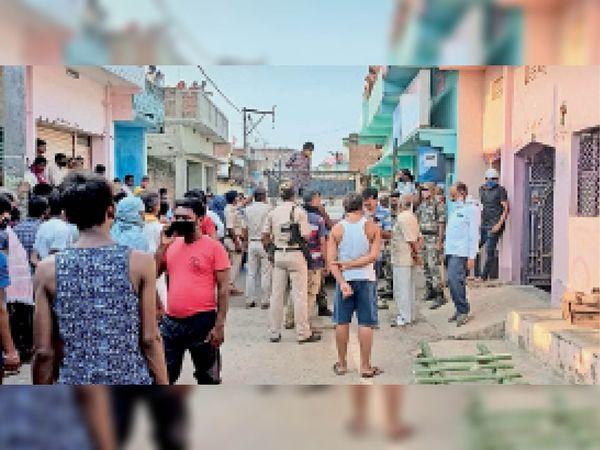 घटना थाना क्षेत्र के ऊपरटण्डा मोहल्ले की, पुलिस कर रही मामले की जांच। - Dainik Bhaskar