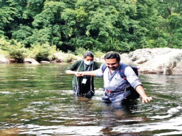 तूफान की वजह से कटे इलाकों में भी जांच के लिए डॉक्टर पहुंच रहे हैं। - Dainik Bhaskar