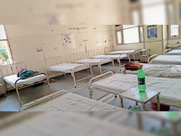 नागरिक अस्पताल का कोविड वार्ड, जिसमें एक मरीज ही भर्ती है। - Dainik Bhaskar