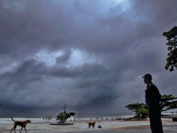'स्काईमेट' ने 30 मई को मानसून के वहां पहुंचने का अनुमान लगाया था। जबकि मौसम विभाग ने 31 मई का पूर्वानुमान बताया था। - Dainik Bhaskar