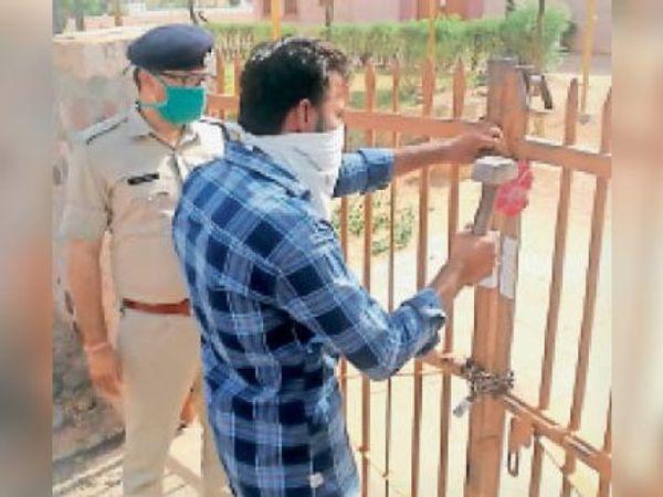 सीओ विनोद सीपा की उपस्थिति में ताला तुड़वाया गया। - Dainik Bhaskar