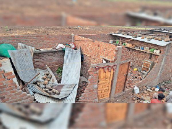 पीपलरावां की घिचलाय काॅलोनी में क्षतिग्रस्त मकान। - Dainik Bhaskar