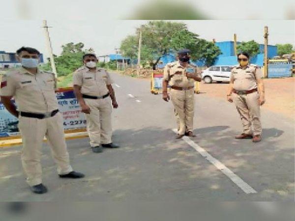 नेक पर तैनात पुलिस की टीम। - Dainik Bhaskar