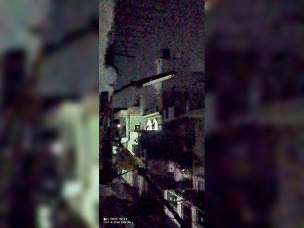 होशंगाबाद। प्रताप नगर में फैला अंधेरा। - Dainik Bhaskar