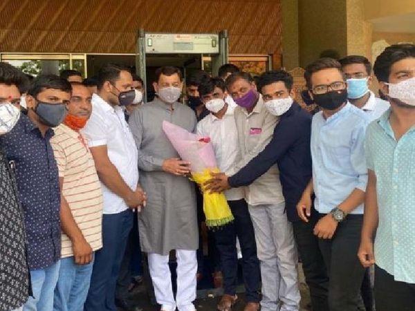छत्रपति संभाजी राजे पिछले कुछ दिनों से लगातार प्रदेश के अलग-अलग हिस्सों का दौरा कर मराठा आरक्षण के लिए लोगों का समर्थन जुटा रहे हैं।
