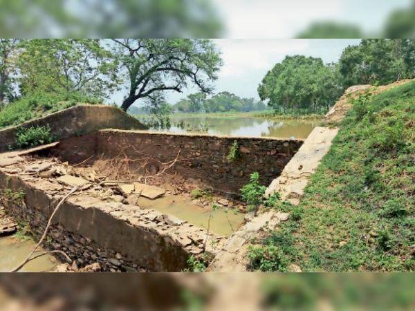 चांदीपोस तालाब का गार्डवाल - Dainik Bhaskar