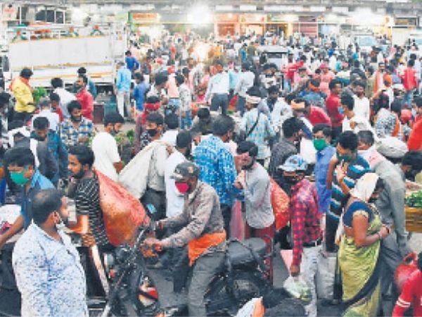 लॉकडाउन में दिखे हैं ऐसे भी नजारे। (फाइल फोटो) - Dainik Bhaskar