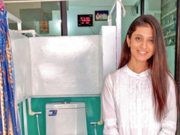 व्हील चेयर के बराबर की जगह लेने वाले टॉयलेट को बनाने में आया 25 हजार का खर्च, वेस्टर्न सीट का किया इस्तेमाल। - Dainik Bhaskar