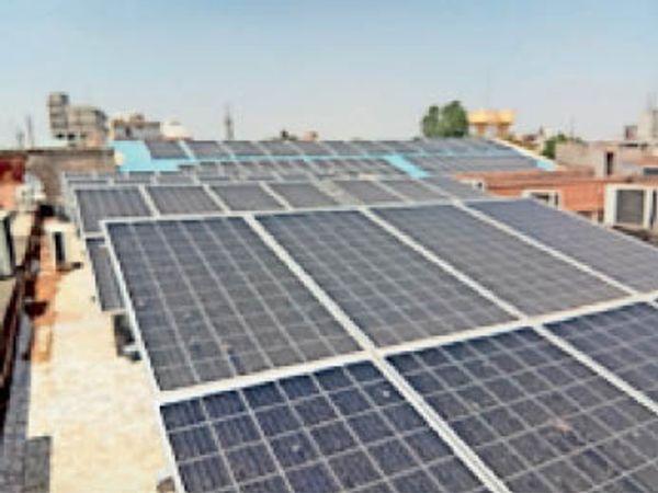 पाली. नगर परिषद की छत पर लगा 110 किलोवॉट का सोलर पैनल। - Dainik Bhaskar