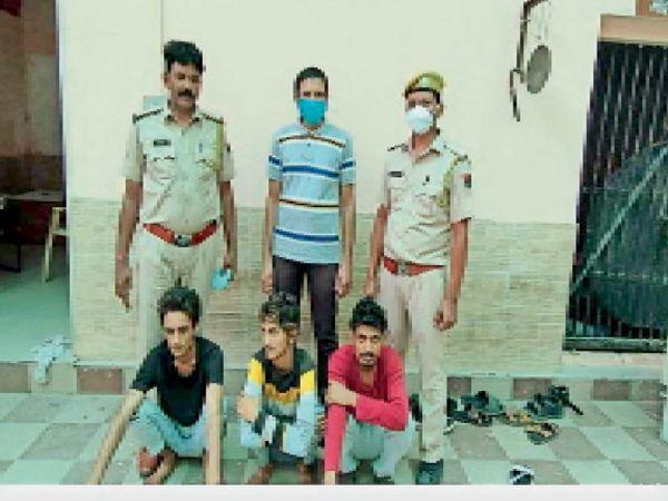 चोरी के मामले में गिरफ्तार किए आरोपी। - Dainik Bhaskar