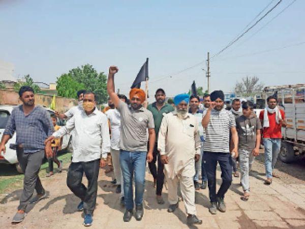 यमुनानगर। भाजपा नेताओं के कार्यक्रम का विरोध करते किसान। - Dainik Bhaskar