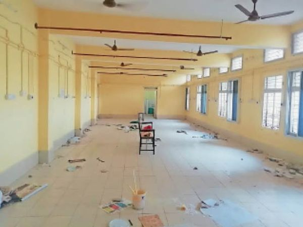 जिला अस्पताल के इसी हॉल में बनेगा पीडियाट्रिक वार्ड। - Dainik Bhaskar