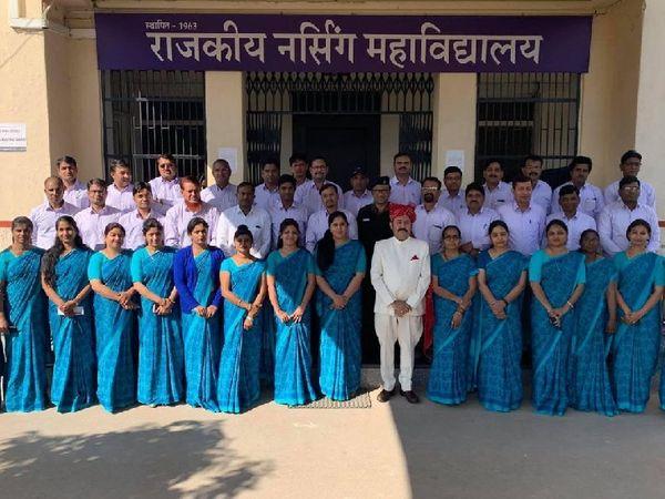 सभी छात्र-छात्राओं एवं कर्मचारियों काे वैक्सीन की दोनों डोज़ लगवाई जा चुकी है। - Dainik Bhaskar