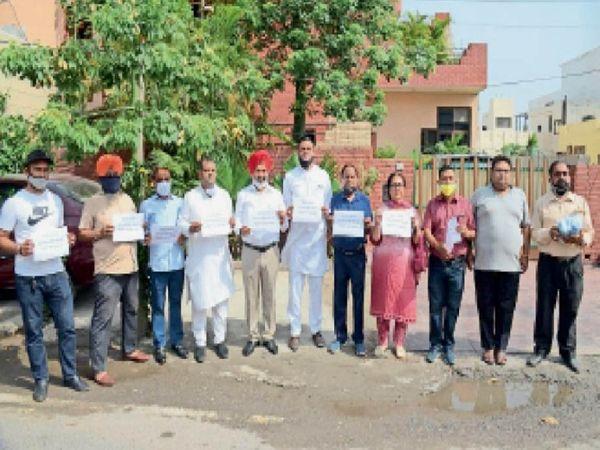 बशर्ते पंजाब से 30000 और 50,000 के लगभग यूनिट पंजाब से पलायन कर गए हैं। - Dainik Bhaskar