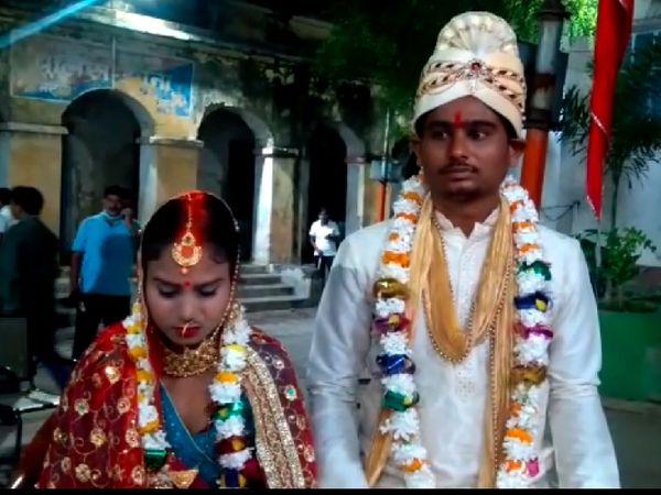 शादी के बाद दूल्हा-दुल्हन। - Dainik Bhaskar