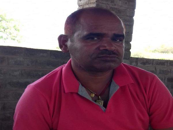 गिरफ्तार किया गया ढाबा संचालक रविंद्र।