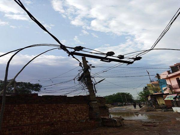 प्राॅपर बिजली सप्लाई न हाेने से शहर के अधिकांश हिस्सों में पानी की सप्लाई बाधित रही। - Dainik Bhaskar