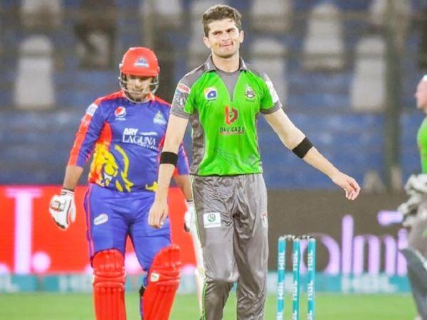 PSL के एक मैच के दौरान लाहौर कलंदर्स के तेज गेंदबाज शाहीन अफरीदी। - Dainik Bhaskar