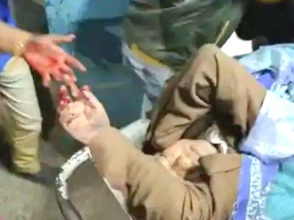 17 फरवरी को ममता बनर्जी की सरकार में श्रम राज्य मंत्री जाकिर हुसैन पर बम से हमला हुआ था। इस घटना में 22 लोग घायल हुए थे। इसकी जांच गृह मंत्रालय ने एनआईए को सौंप दी थी।