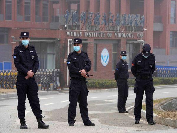 कड़ी सुरक्षा व्यवस्था में चीन के वुहान स्थित वुहान इंस्टीट्यूट ऑफ वायरोलॉजी।   कोरोना वायरस के लीक होने संबंधी आरोपों के चलते यह इंस्टीट्यूट इस समय विवादों में है। - Dainik Bhaskar